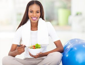 woman eating healthy before getting pregnant